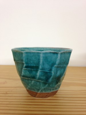Theetas fel blauw relief/Tea cup bright blue embossed